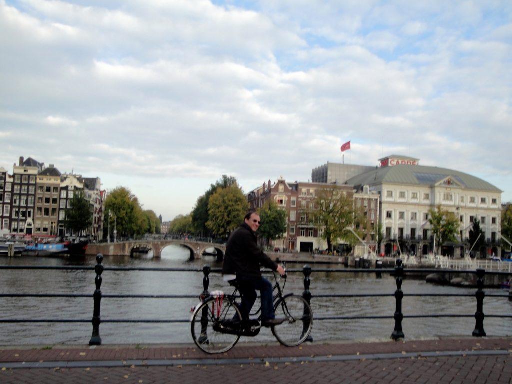 Passeio de bicicleta em Amesterdão.