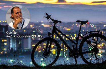 Fujam todos! Vem lá o fim do mundo em bicicleta - Opinião de António Gonçalves Pereira